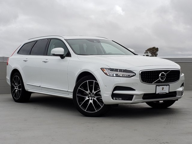 Pre-Owned 2018 Volvo V90 Cross Country
